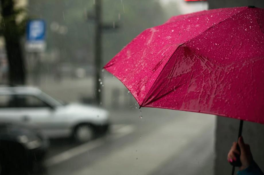 Rainy day with red umbrella photo | Thompson Insurance | Umbrella Insurance